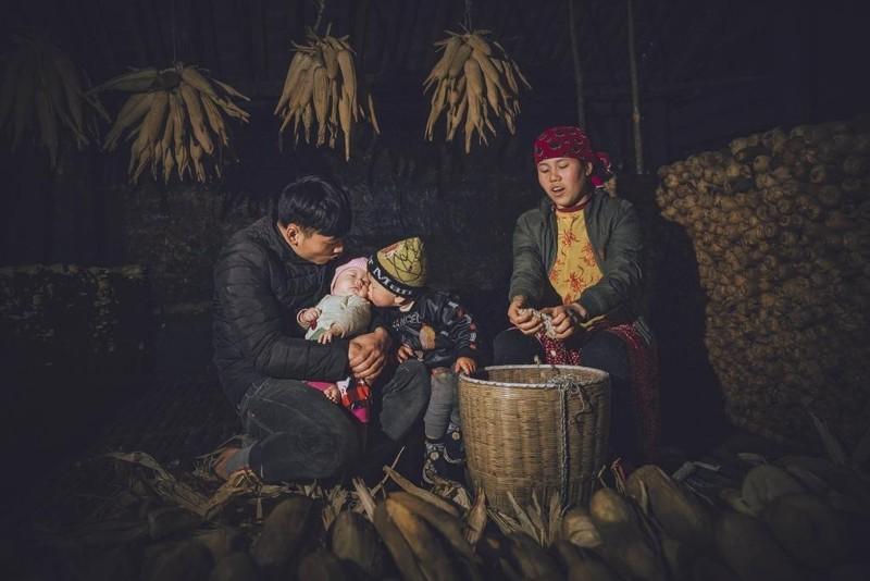Bức Hội làng Triều Khúc của Bùi Đăng Thanh đồng đạt giải ba. 5