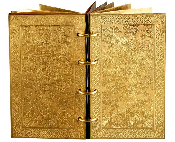 Cuốn sách bằng vàng ròng của triều Nguyễn 2