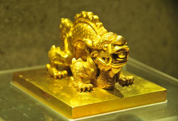 Cuốn sách bằng vàng ròng của triều Nguyễn 13