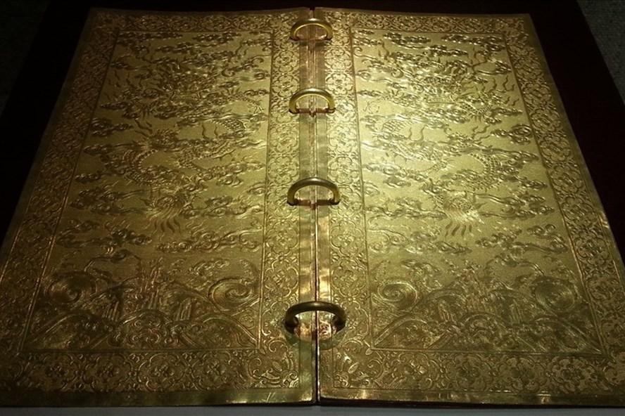 Cuốn sách bằng vàng ròng của triều Nguyễn 3