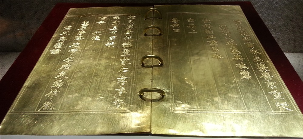 Cuốn sách bằng vàng ròng của triều Nguyễn 4