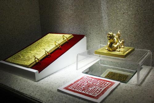Cuốn sách bằng vàng ròng của triều Nguyễn 6