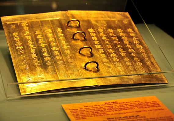 Cuốn sách bằng vàng ròng của triều Nguyễn 9