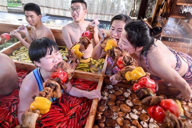 """Thưởng thức """"Lẩu người"""" khi đi du lịch Trung Quốc 5"""