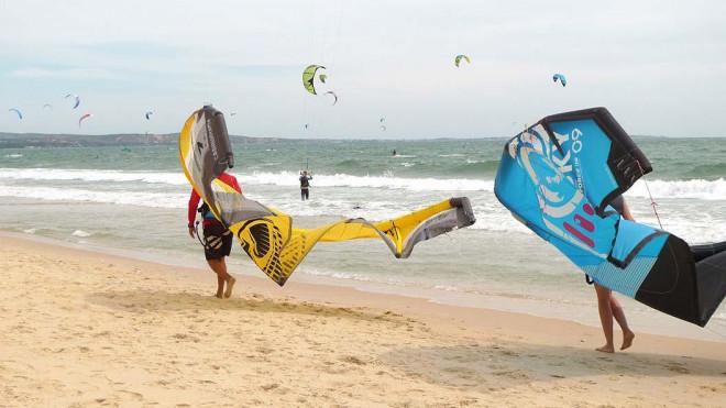 Du lịch trải nghiệm lướt ván diều tại biển Mũi Né ở Bình Thuận 2