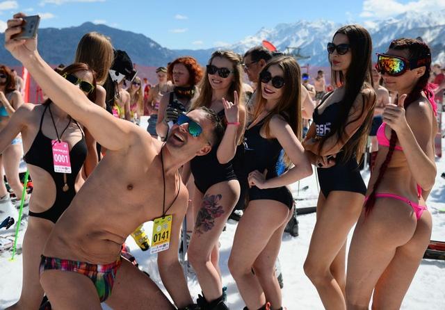 mac-bikini-truot-tuyet-o-nga02