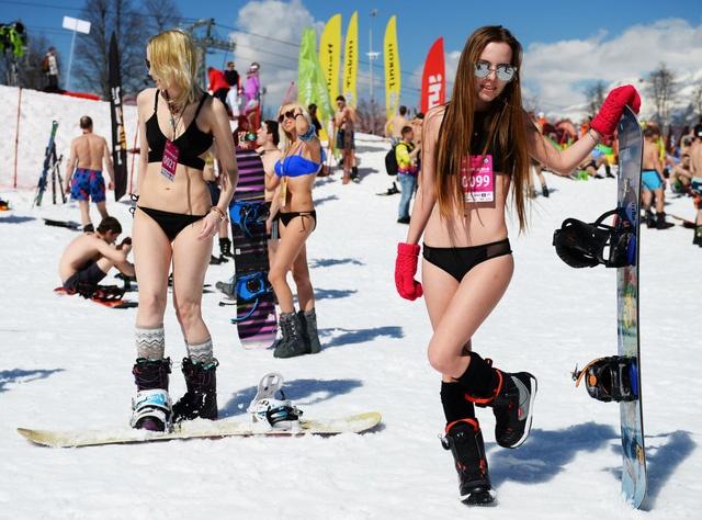 mac-bikini-truot-tuyet-o-nga06