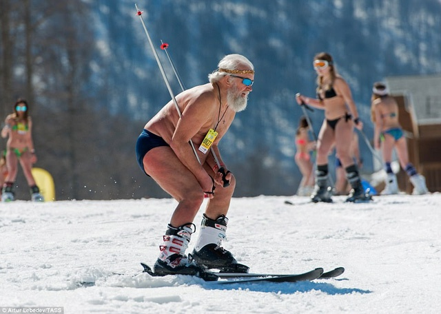 mac-bikini-truot-tuyet-o-nga10