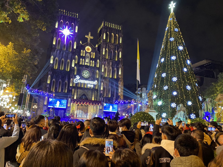 Cảnh người dân Hà Nội chơi Giáng Sinh 2020 11