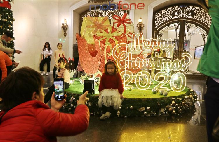 Cảnh người dân Hà Nội chơi Giáng Sinh 2020 3