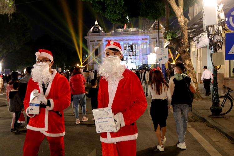 Cảnh người dân Hà Nội chơi Giáng Sinh 2020 5