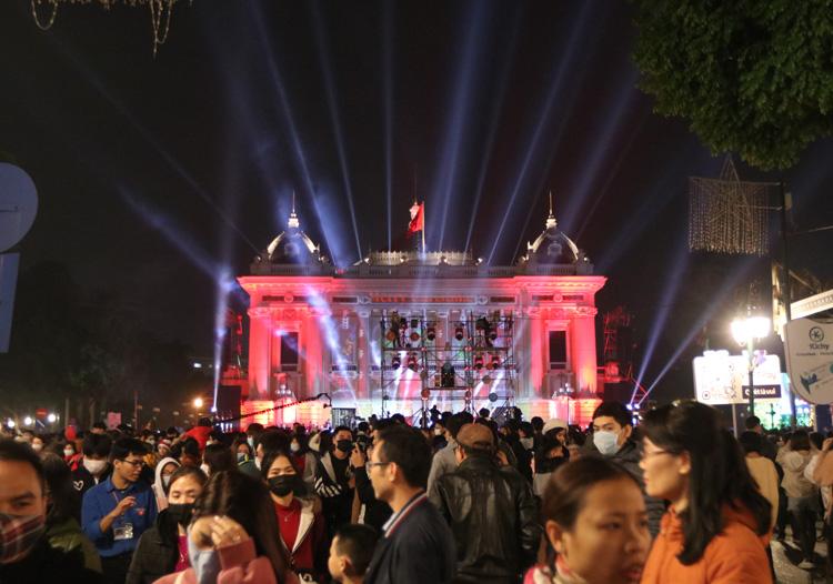 Cảnh người dân Hà Nội chơi Giáng Sinh 2020 8
