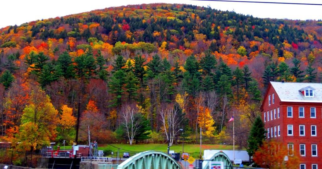 Top 10 địa điểm du lịch ngắm cảnh đẹp mùa thu ở Mỹ 2