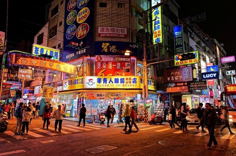 tour-du-lich-dai-loan-cao-hung-dai-trung-dai-bac-shopping-02