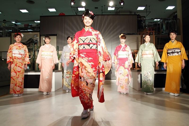 tour-du-lich-nhat-ban-osaka-kyoto-nagoya-shen-yun-show-07
